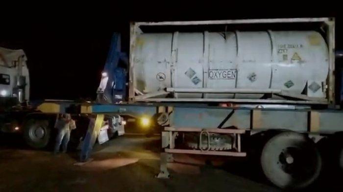 Personel Polres Kubu Raya Lakukan Pengawalan Kedatangan Iso Tank Milik PT Spectro