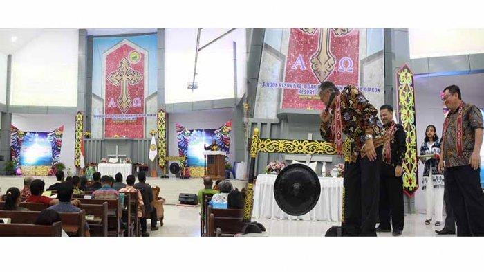 Buka Sidang Sinode Resort ke-X, Ini Harapan Bupati Jarot