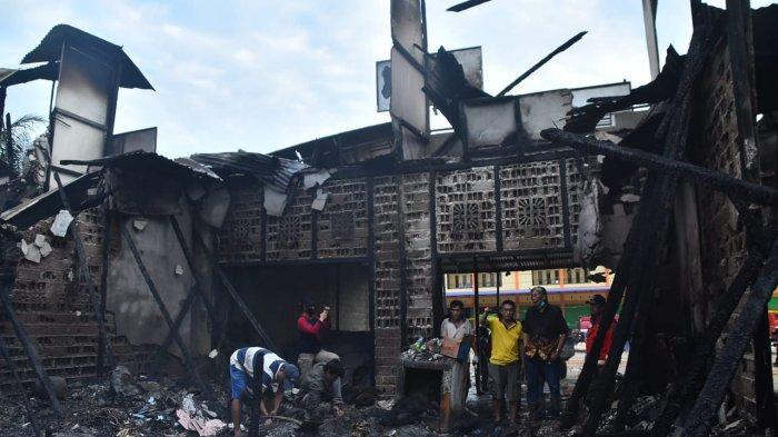 Bupati Jarot : Pemerintah Bantu Permudah Perizinan Bagi Ruko yang Terbakar