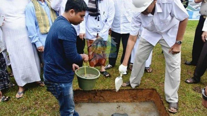 Bupati Jarot Letakan Batu Pertama Pembangunan Relokasi Masjid Al Amin Sintang