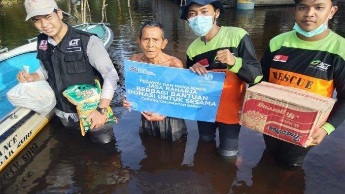 Jasa Raharja Kalbar menyalurkan bantuan melalui ACT bagi korban banjir belum lama ini.