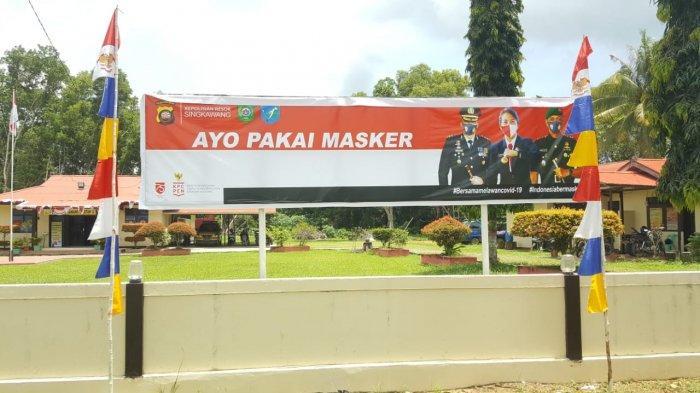 Pendisiplinan Masyarakat Dalam Bermasker, Kapolsek Singkawang Selatan Pasang Banner Forkopimda