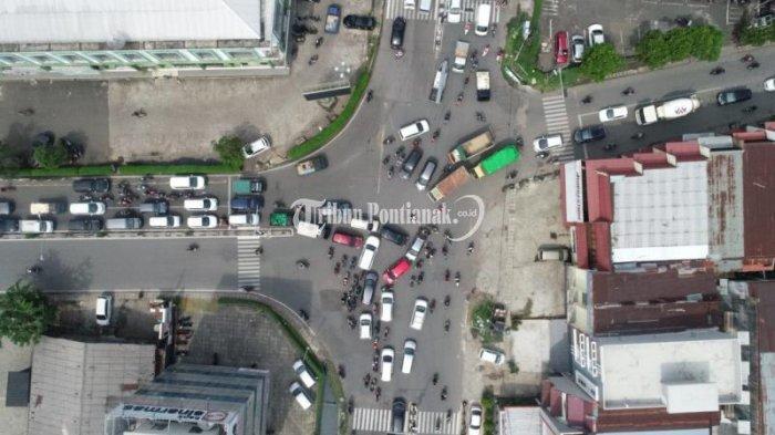 FOTO: Kemacetan Menuju Jembatan Kapuas I hingga ke Jalan Veteran Dampak Penutupan Jembatan Kapuas II - jembatan-kapuas-i7.jpg