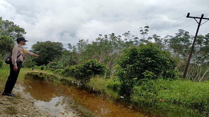 Monitoring Wilayah, Bhabinkamtibmas Polsek Embaloh Hulu Sampaikan Imbauan Waspada Banjir