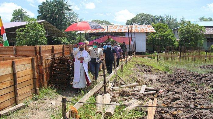Uskup Agung Pontianak Mgr Agustinus Agus Letakkan Batu Pertama Pembangunan Gereja Sungai Ambawang