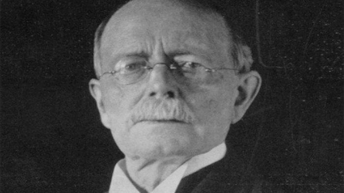 John Philip Holland pada 1905. (JOHNPHOLLAND)
