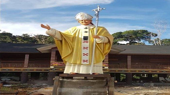 Patung Santo Johanes Paulus II Setinggi 6 Meter di Tempatkan di Rumah Retret Gua Maria Anjongan
