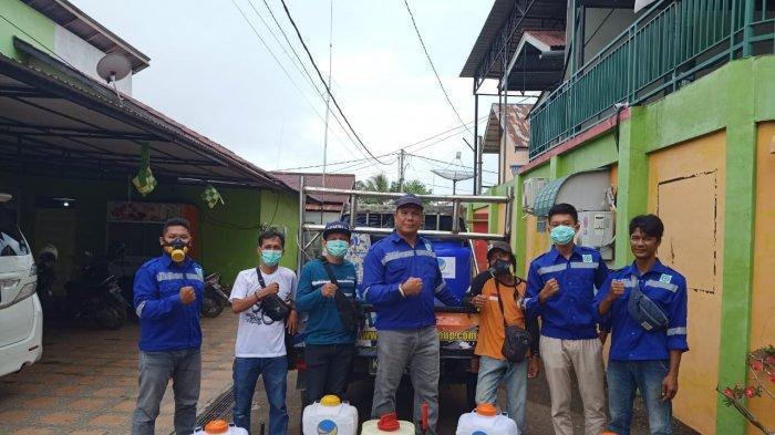 Kader Nasdem Lakukan Penyemprotan Disinfektan di Mempawah dan Sosialisasi Warga Terkait Covid-19
