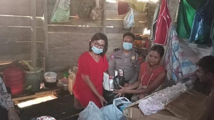 Aipda Yanto Sisihkan Gaji Bulananan Bantu Warga Kurang Mampu di Kecamatan Nanga Pinoh