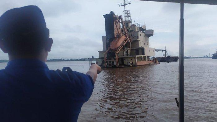 BREAKING NEWS - Kapal Tenggelam di Sungai Kapuas, Polda Kalbar Telusuri Penyebab