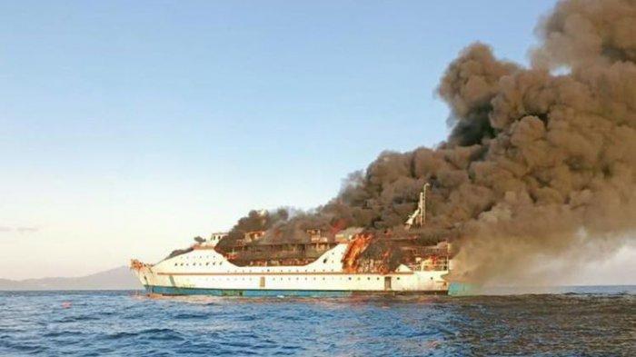 Kapal Terbakar di Perairan Pulau Limafatola Sanana Maluku Utara
