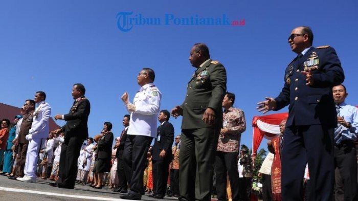 FOTO: Kapolda Beserta Gubernur Kalbar dan Pangdam XII/TPR di Apel Besar HUT Bhayangkara ke 73 - kapolda-kalbar-irjen-didi-haryono-gubernur-kalbar-sutarmidji-dan-pangdam-xxi-hut-bhayangkara-73.jpg