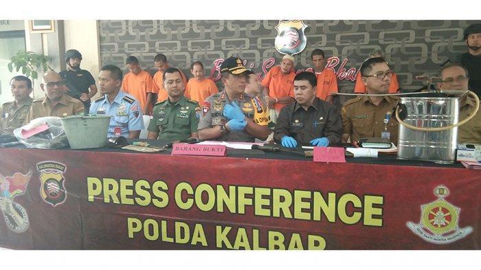 kapolda-kalbar-irjen-pol-didi-haryono-memimpin-langsung-konferensi-pers-wdfr5g.jpg