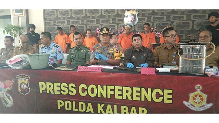 kapolda-kalbar-irjen-pol-didi-haryono-memimpin-langsung-konferensi-pers.jpg