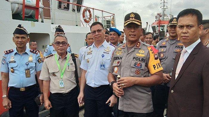 BREAKING NEWS - Cegah Corona Masuk Kalbar, 4 Kru Kapal Ilegal Berbendera China Dikurung Dalam Kapal