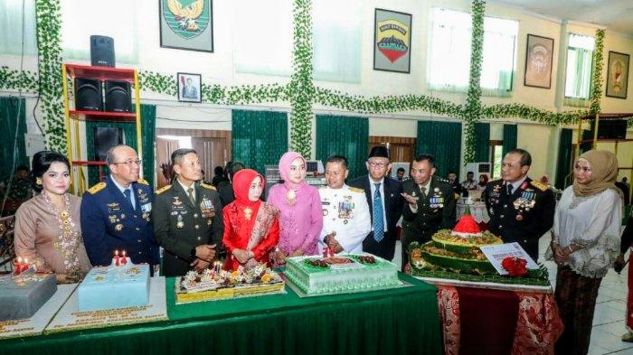 Beri Kejutan HUT TNI, Kapolda Kalbar Kirim Tumpeng 2 Kuintal dan Doorprise ke Kodam XII/Tanjungpura