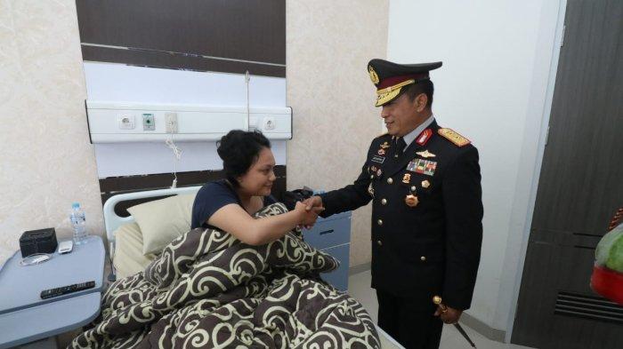 Kapolda Kalbar Jenguk Bripda Anastacia Yang Mendapat Perawatan Medis di RS Bhayangkara