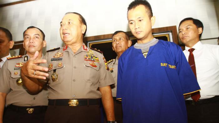 [FOTO-FOTO] Polda Kalbar Gagalkan Penyelundupan Mobil Malaysia ke Indonesia - kapolda-kalbar-irjen-pol-musyafak_20160829_152028.jpg