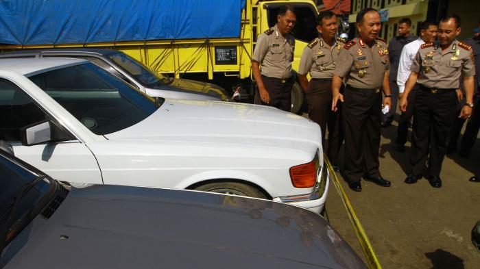 [FOTO-FOTO] Polda Kalbar Gagalkan Penyelundupan Mobil Malaysia ke Indonesia - kapolda-kalbar-irjen-pol-musyafak_20160829_152146.jpg