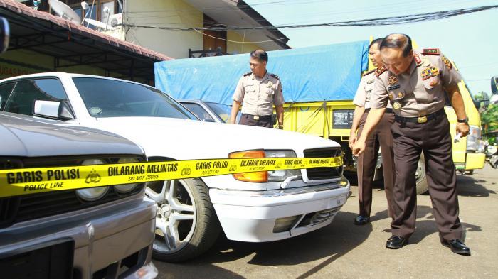 [FOTO-FOTO] Polda Kalbar Gagalkan Penyelundupan Mobil Malaysia ke Indonesia - kapolda-kalbar-irjen-pol-musyafak_20160829_152200.jpg