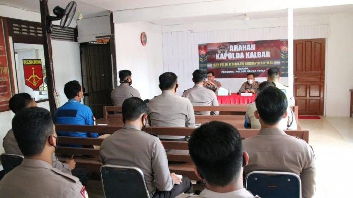 Kapolda Kalbar Irjen Pol Dr. R. Sigid Tri Hardjanto melaksanakan Kunjungan Kerja ke Polsek Nanga Tayap Polres Ketapang, Sabtu 17 April 2021.