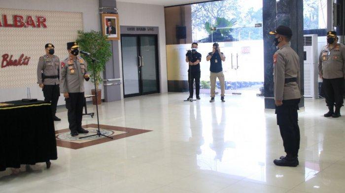 Kapolda Kalbar Irjen Pol Dr. R. Sigid Tri Hardjanto pimpin sertijab sejumlah perwira pertama dan perwira menengah di jajarannya, Rabu 15 September 2021.