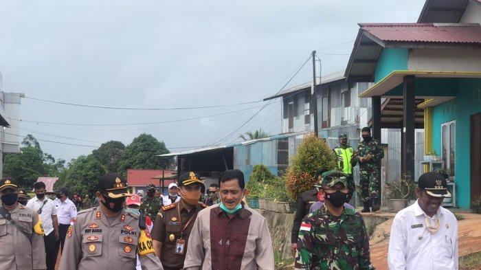 Kapolres Kapuas Hulu Bersama Forkopimda Cek Penerapan Prokes di TPS di Hari Pencoblosan