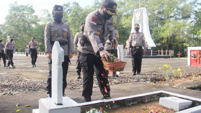 Hari Bhayangkara ke-74, Polres Sanggau Ziarah di Taman Makam Pahlawan Patriot Bangsa