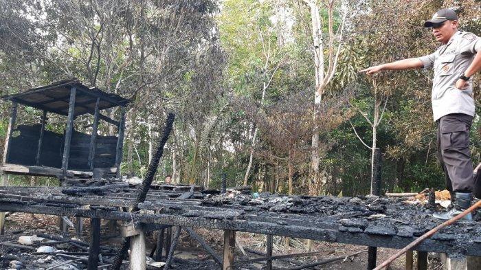 Rumah Seorang Warga di Desa Nanga Suruk Hangus Terbakar, Kapolsek Bunut Hulu Datangi Lokasi