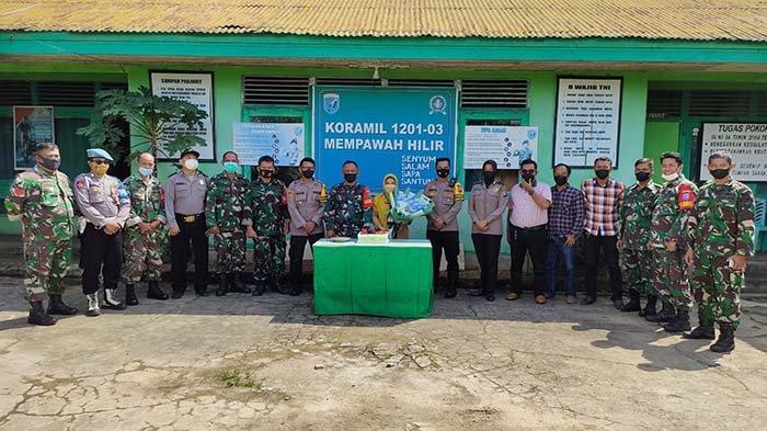 HUT TNI ke 76, Kapolsek Mempawah Hilir Berikan Kejutan pada Peltu Apriadi