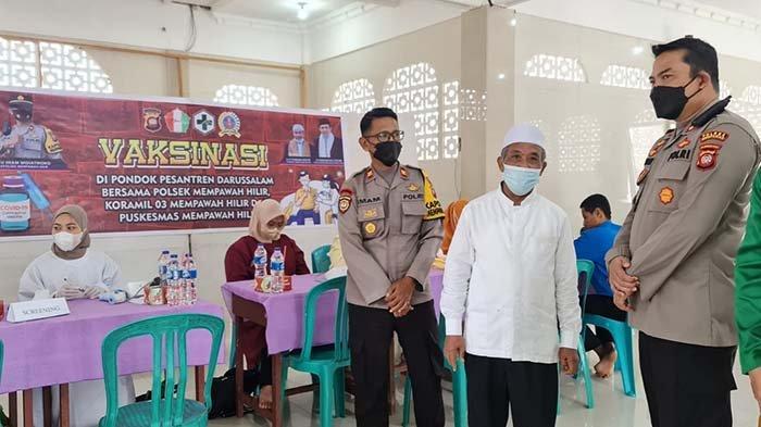 Iptu Imam Widhiatmoko Apresiasi Ratusan Santri Pontren Darusallam Sengkubang Ikut Vaksinasi Covid-19