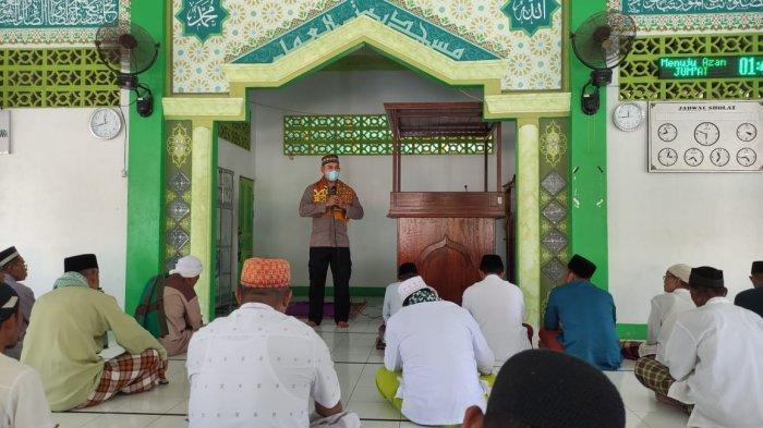 Jalin Silaturahmi, Kapolsek Sungai Raya Kepulauan Safari Jumat di Masjid Baitul Amal