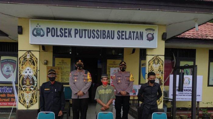 Kapolres Kapuas Hulu AKBP Wedy Mahadi, S.I.K., M.A.P beserta rombongan melaksanakan kunjungan kerja ke Polsek Putussibau Selatan Jalan Lintas Timur, Sabtu 20 Maret 2021.
