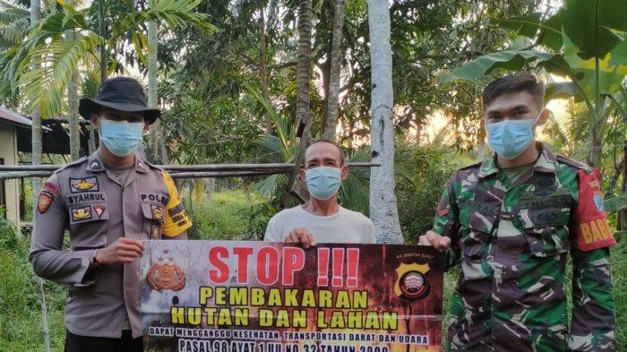 Bhabinkamtibmas Desa Sarang Burung Danau Polsek Jawai Bripda Syahrul Gunawan sambangi warga memberikan imbauan Karhutla, Jumat 10 September 2021