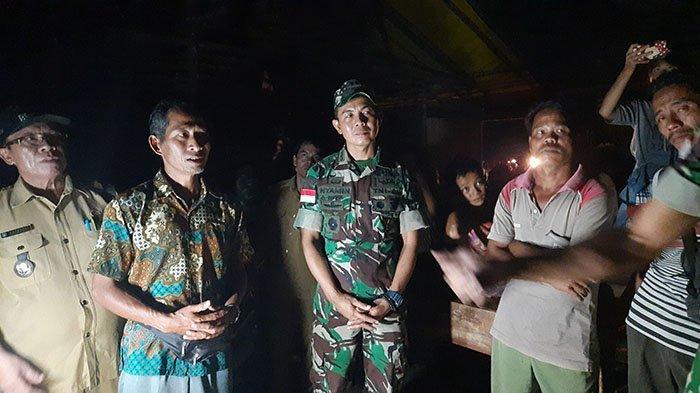 kasiter-korem-121-abw-kolonel-inf-nyamin-meninjau-kelas-bambu.jpg