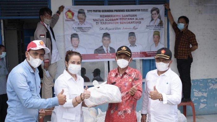 Anggota DPRRI Katherine Angela Oendoen Berikan Bantuan Pada Korban Banjir di Bengkayang