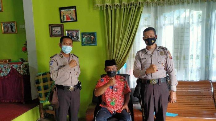 Silaturahmi ke Tokoh Masyarakat, Personel Satbinmas Polres Sanggau Sambangi Rumah Ketua IKBM Sanggau