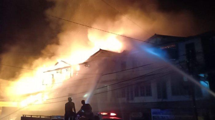 Saksi Mata Lihat Api Kebakaran Pertama Ruko di Sintang Terlihat dari Lantai Tiga