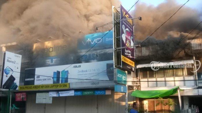 FOTO: Kebakaran Ruko di Jalan Hijas Kota Pontianak, Satu diantaranya Ada Toko Komputer dan Handphone - kebakaran-jalan-hijas1.jpg