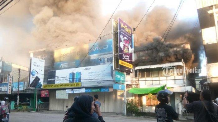FOTO: Kebakaran Ruko di Jalan Hijas Kota Pontianak, Satu diantaranya Ada Toko Komputer dan Handphone - kebakaran-jalan-hijas2.jpg