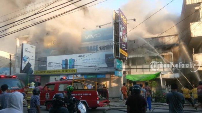 FOTO: Kebakaran Ruko di Jalan Hijas Kota Pontianak, Satu diantaranya Ada Toko Komputer dan Handphone - kebakaran-jalan-hijas3.jpg