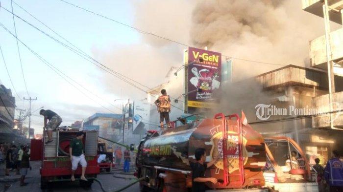 FOTO: Kebakaran Ruko di Jalan Hijas Kota Pontianak, Satu diantaranya Ada Toko Komputer dan Handphone - kebakaran-jalan-hijas4.jpg