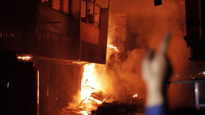 FOTO-FOTO Kebakaran Kompleks Ruko di Jalan Veteran Pontianak Kalbar - kebakaran-jalan-veteran-pontianak-3.jpg