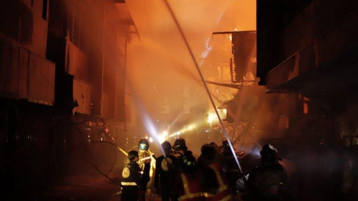 FOTO-FOTO Kebakaran Kompleks Ruko di Jalan Veteran Pontianak Kalbar - kebakaran-jalan-veteran-pontianak.jpg