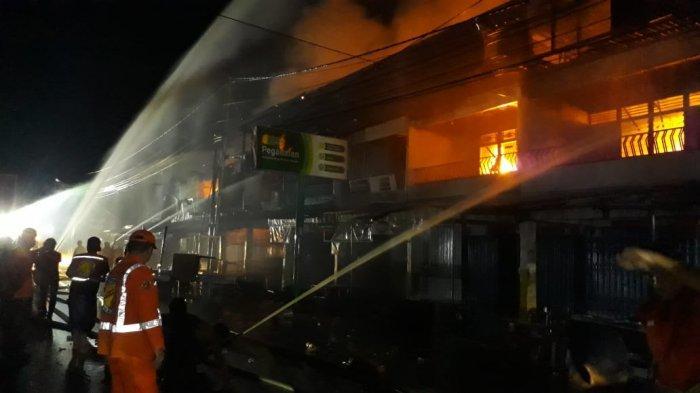 12 Ruko di Sungai Pinyuh Ludes Terbakar, Pemadam Kebakaran Berjibaku Jinakkan Api