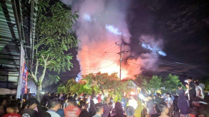 BREAKING NEWS - Satu Rumah Terbakar di Desa Sungai Baru Teluk Keramat Sambas