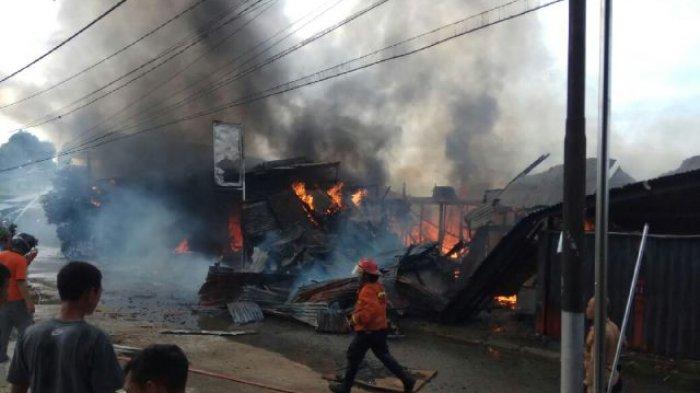 Lima Ruko Hangus Terbakar di Jalan Pangsuma Sanggau