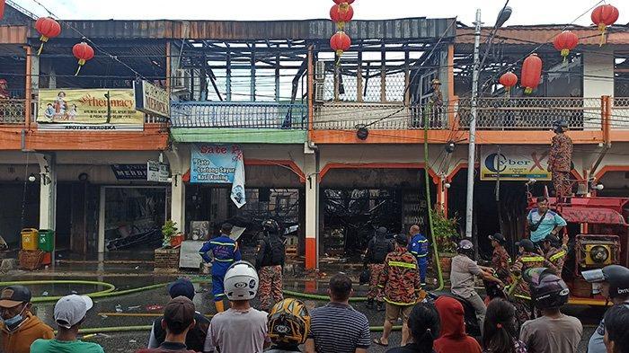 BREAKING NEWS - Kebakaran Ruko di Kota Singkawang, Seorang Lansia Dikabarkan Meninggal Dunia