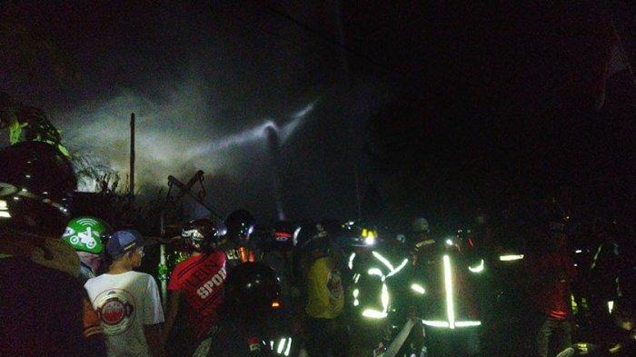 BREAKING NEWS: Kebakaran Hanguskan Sejumlah Rumah di Pontianak Kalimantan Barat