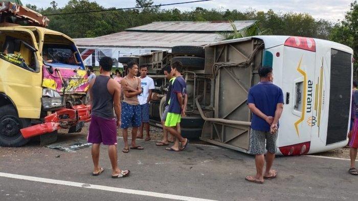KRONOLOGI Pelajar Tewas Kecelakaan Maut Bus Sekolah Vs Truk di Jalan Raya Tayan-Batang Tarang